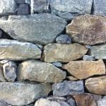 Muro di contenimento in pietra posato a secco